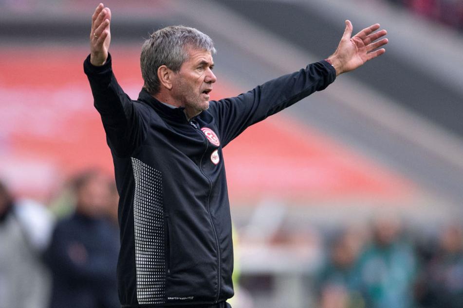Friedhelm Funkel kritisiert die Bayern-Abwehr.