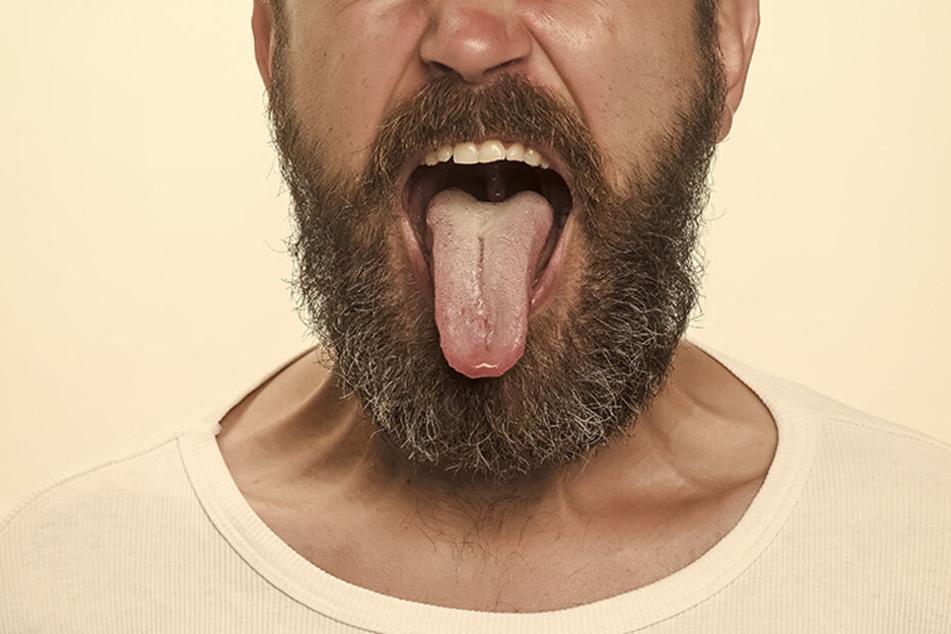 Die Zunge des Mannes wurde von einer Nadel durchbohrt. (Symbolbild)