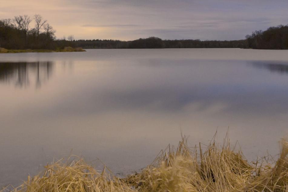 Die Einsätze von Tauchern und einem Tauchroboter in dem See blieben bislang erfolglos.