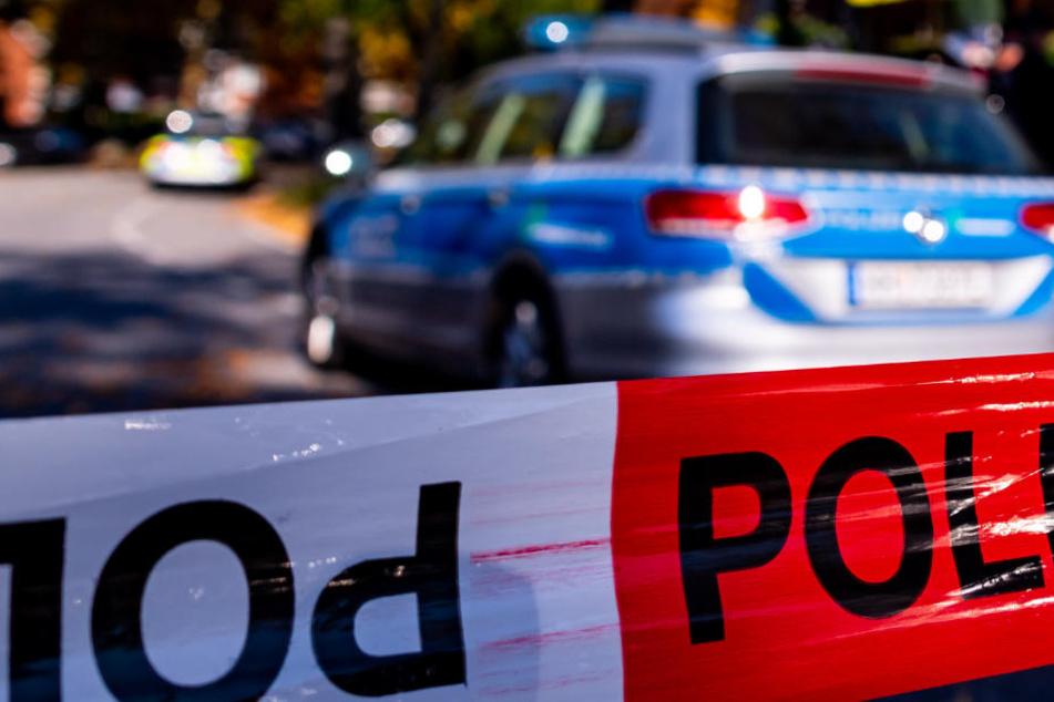 Mitten auf der Hauptstraße! Passant entdeckt Mann mit Kopfverletzungen