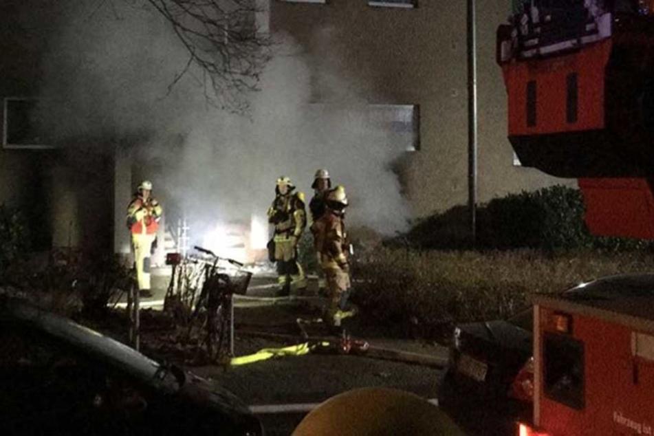 Anwohner evakuiert, weil Pyro in Flammen steht