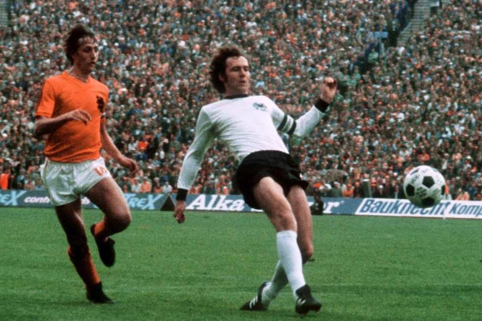 Franz Beckenbauer (hier im Nationaltrikot im Spiel gegen die Niederlande) war 1965 im Bayern-Team dabei, als der Rekord aufgestellt wurde.