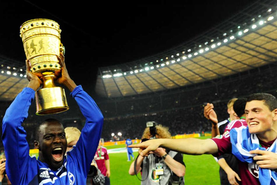 Hans Sarpei gewann als Spieler den DFB-Pokal mit dem FC Schalke 04.