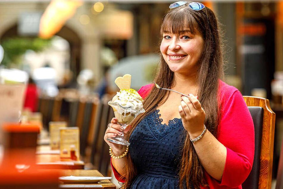 Der originale Terence-Hill-Eisbecher für 6,95 Euro. Ob's schmeckt? Redakteurin Caroline Staude (29) hat's getestet.