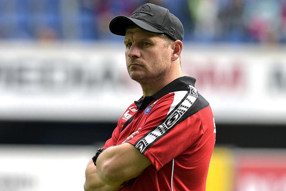 So richtig zufrieden sieht Trainer Steffen Baumgart nie aus, das hat er jetzt auch selbst gemerkt.