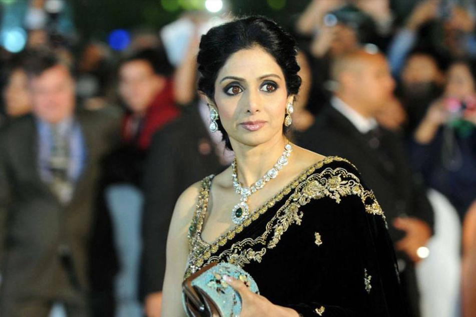 Sridevi Kapoor (†54) war mit dem Filmproduzenten Boney Kapoor verheiratet, mit dem sie zwei Töchter hat.