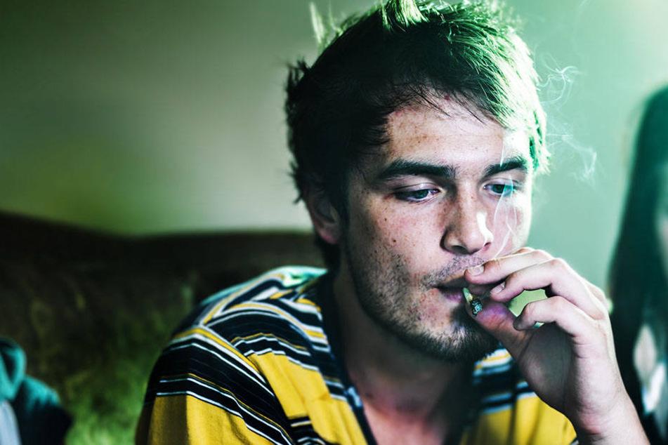 Wer Cannabis inhalieren muss, bekommt Blüten zum Inhalieren. Joints aus der Apotheke gibt es aber auch weiterhin nicht. (Symbolfoto)