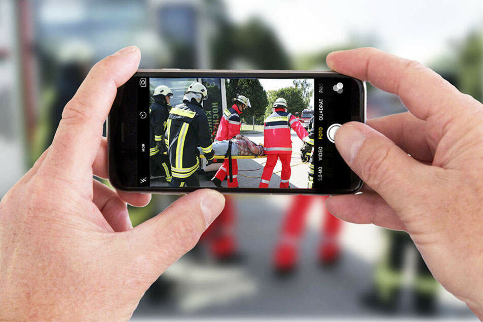 Wer an einer Unfallstelle gafft und fotografiert, muss mit einer hohen Geldstrafe rechnen. (Symbolbild)