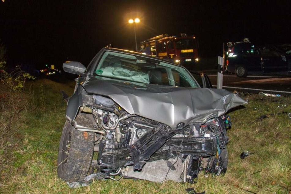Beim Überholen gab es einen schweren Crash zweier Fahrzeuge.