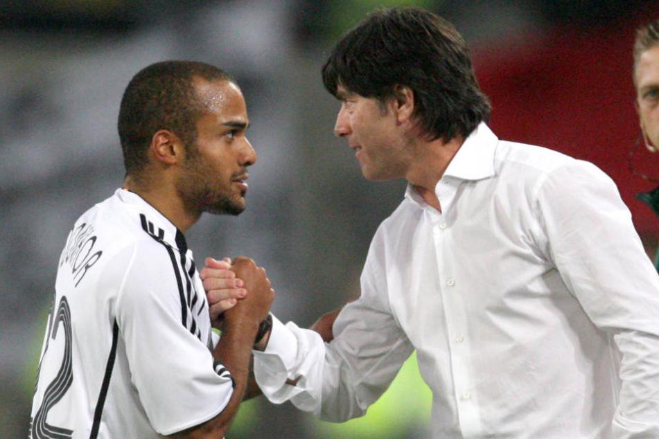 David Odonkor (links) ist sich sicher, dass Jogi Löw (rechts) keinen Spieler mit wenig Länderspiel-Erfahrung in den WM-Kader berufen wird.