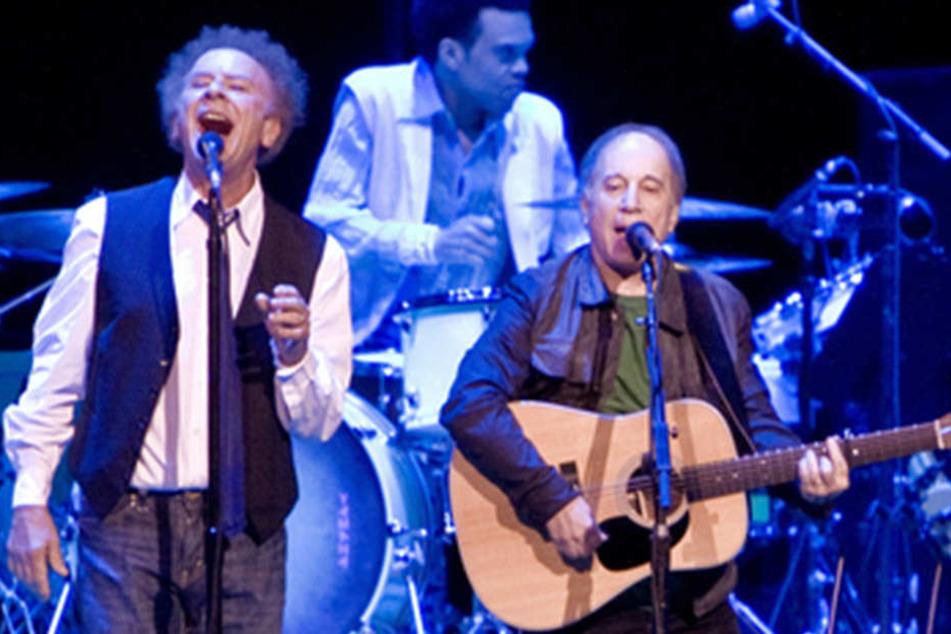 """Als Duo """"Simon and Garfunkel"""" füllte Art Garfunkel (li.) mit Paul Simon (re.) seit den 60ern die Hallen."""