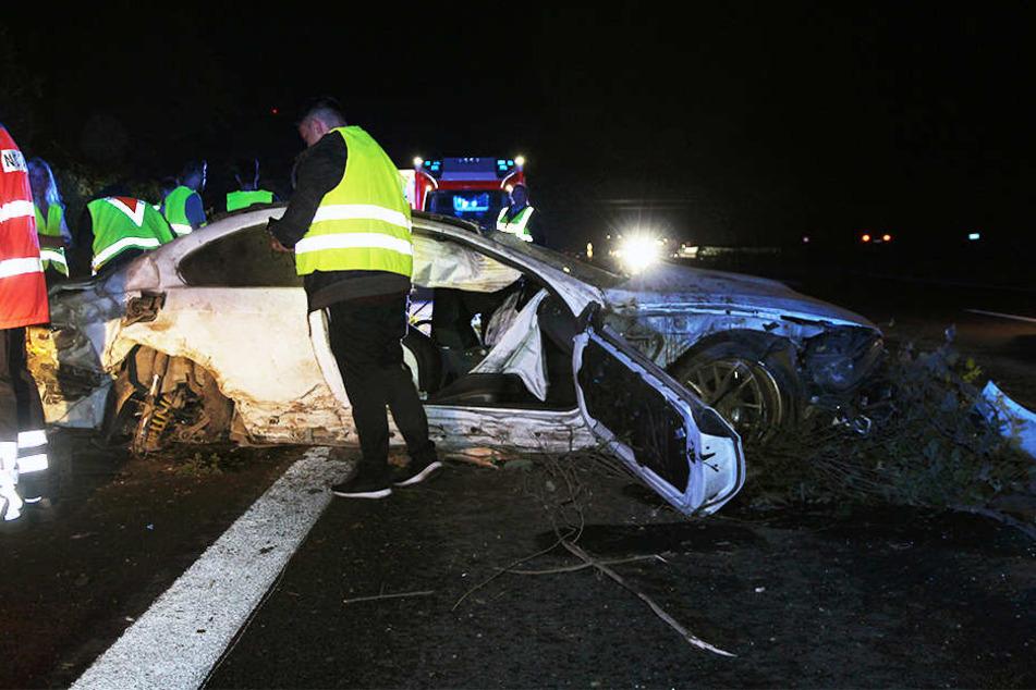 BMW kommt ins Schleudern und überschlägt sich auf Autobahn 2