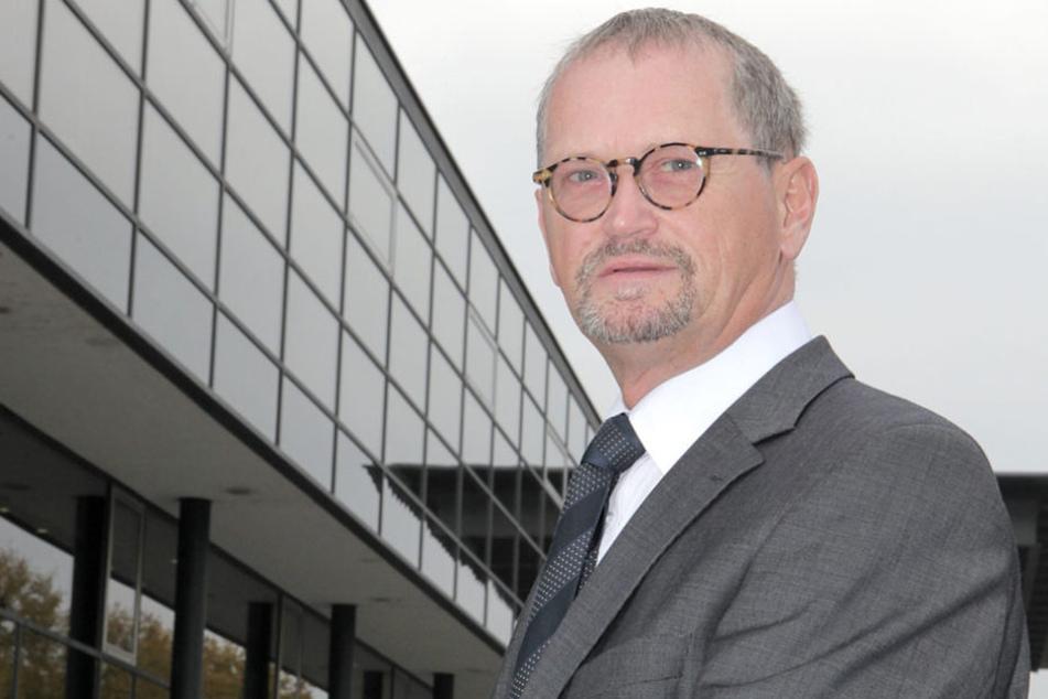 Rechnungshof-Präsident Karl-Heinz Binus (62) hatte sogar gegen den  erzwungenen Umzug geklagt - vergeblich.