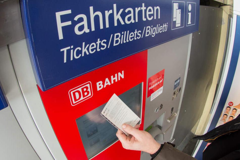 Die günstigen Tickets gibt es erst pünktlich ab 1. Januar (Symbolbild).