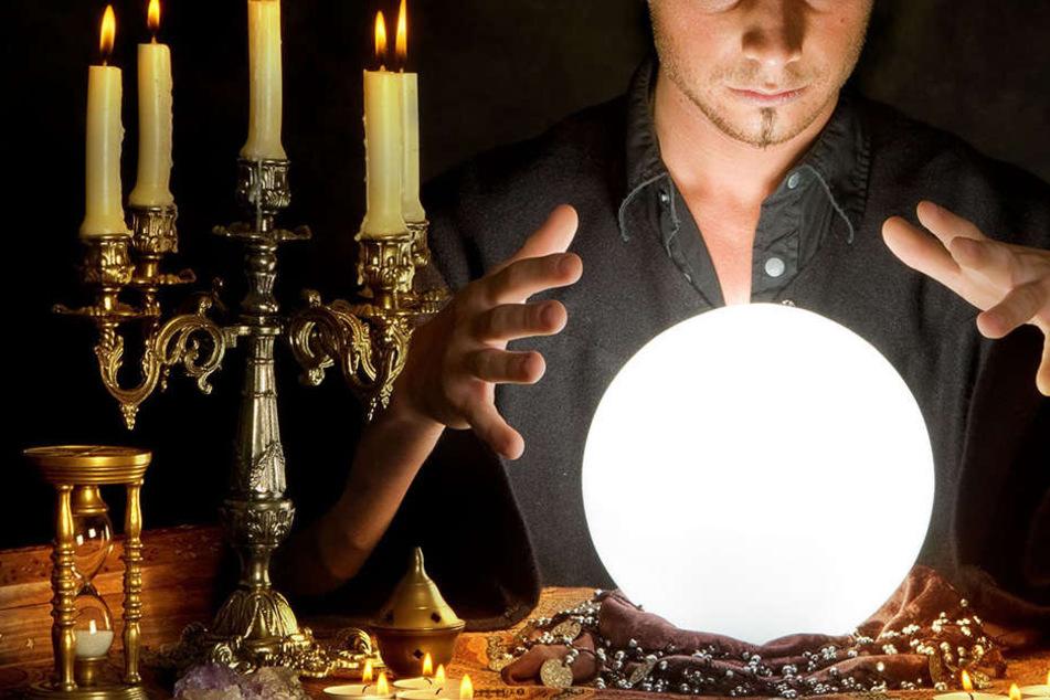 Der selbst ernannte Magier ließ sich seine Künste teuer bezahlen. (Symbolbild)