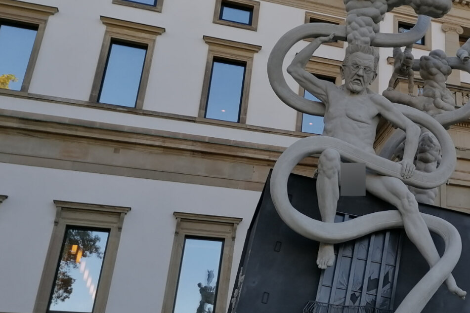 Groteskes S21-Denkmal: MP Kretschmann unten ohne!