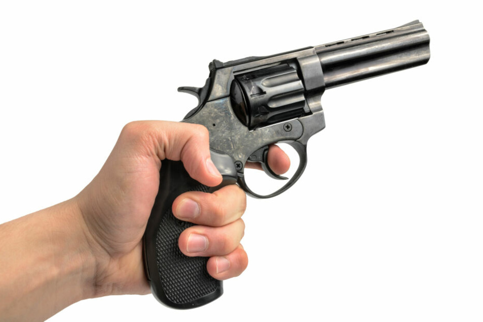 Einer der Partygäste soll mehrere Schüsse mit einer Schreckschusspistole abgegeben haben. (Symbolbild)