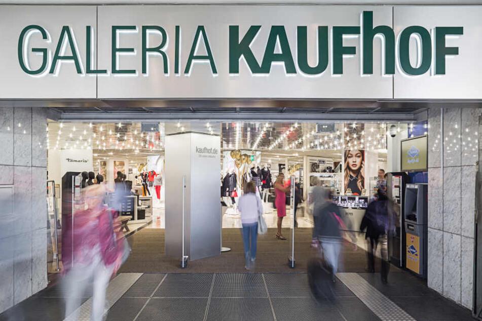 Seit einem halben Jahr sind Kaufhof und Karstadt ein fusioniertes Unternehmen.