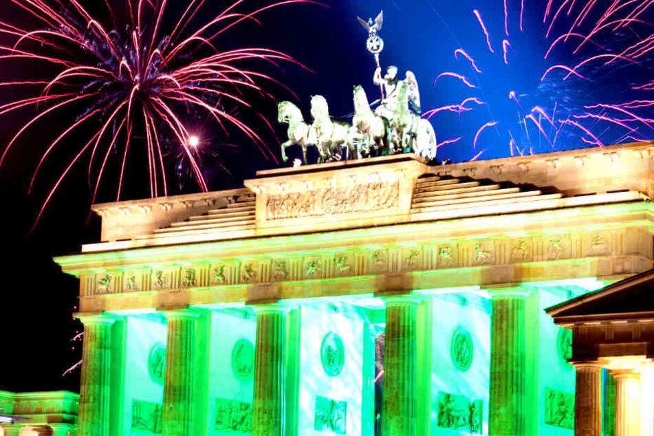 Berlin rüstet sich! Aufbau für Silvesterparty am Brandenburger Tor beginnt