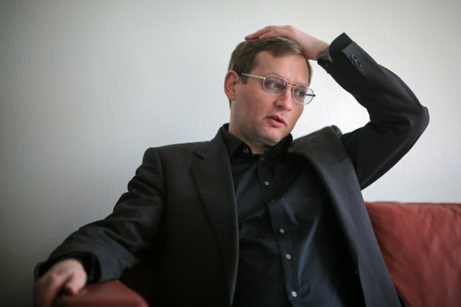 Clemens Meyer ist 1977 in Halle an der Saale geboren und in Leipzig aufgewachsen.