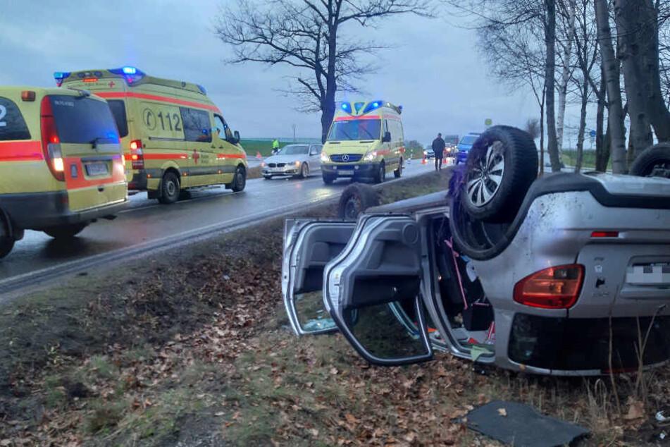 Heftiger Unfall bei Freiberg: Suzuki kracht mit BMW zusammen und überschlägt sich