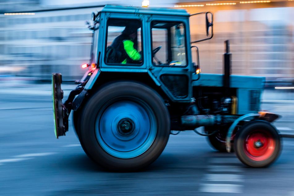 Besoffener Traktorfahrer liefert sich Verfolgungsjagd mit Polizei