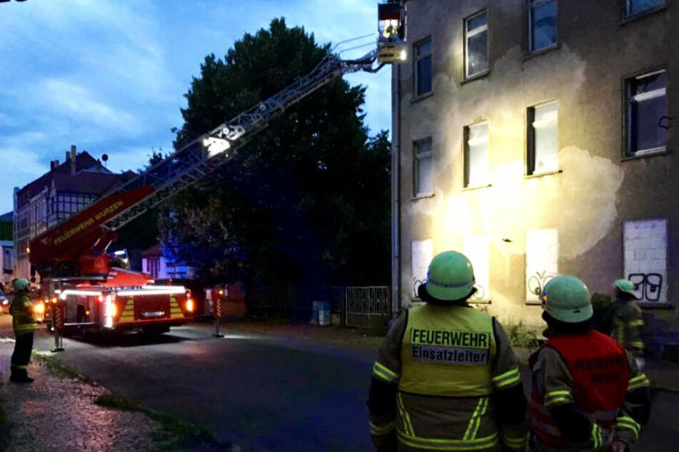 Bei dem Einsatz in Wurzen wurden die Feuerwehrmänner von Anwohnern überrascht.