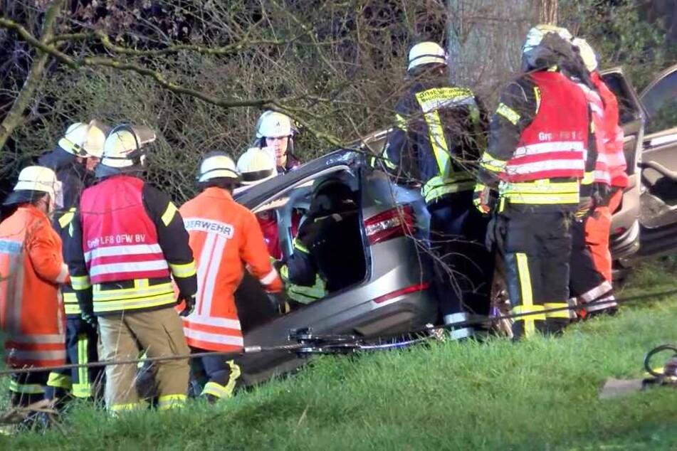 Der 22-jährige Autofahrer wurde bei dem Unfall schwer verletzt.