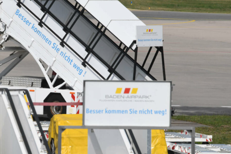 Der 19-Jährige landete am Flughafen Karlsruhe/Baden-Baden. (Symbolbild)
