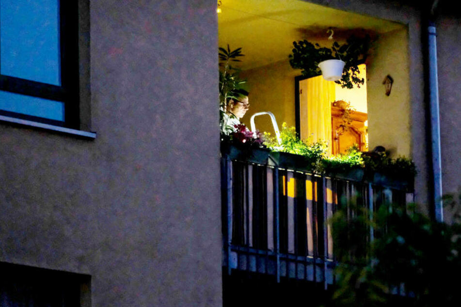 Der Sohn der toten Frau sprang vom Balkon und verletzte sich schwer.