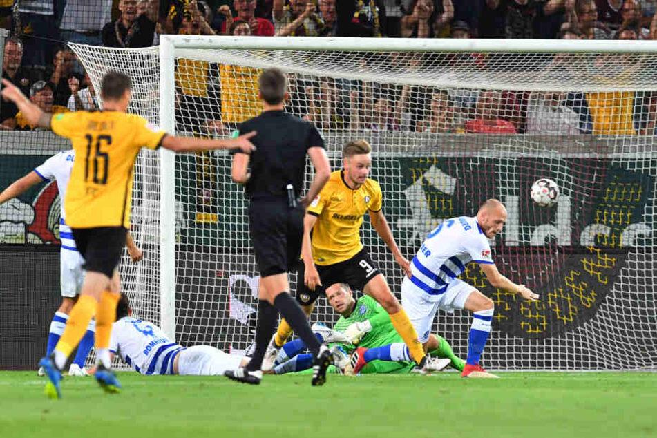 Lucas Röser trifft in der ersten Hälfte zum 1:0 für Dynamo.