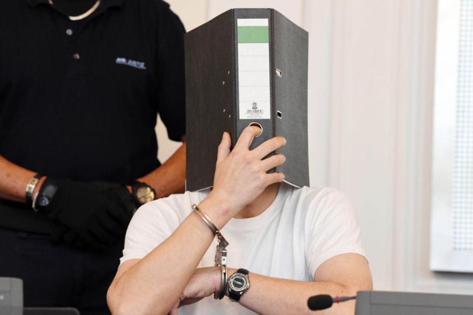 Der Mann muss nicht nur in Haft, für ihn wurde auch Sicherungsverwahrung angeordnet.