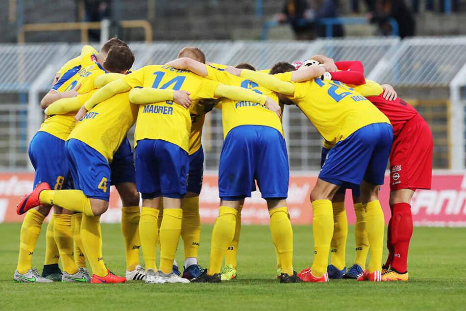 Die Mannschaft von Lok Leipzig soll verstärkt werden. Hierzu will Sponsor Franz-Josef Wernze mehr Geld zur Verfügung stellen.