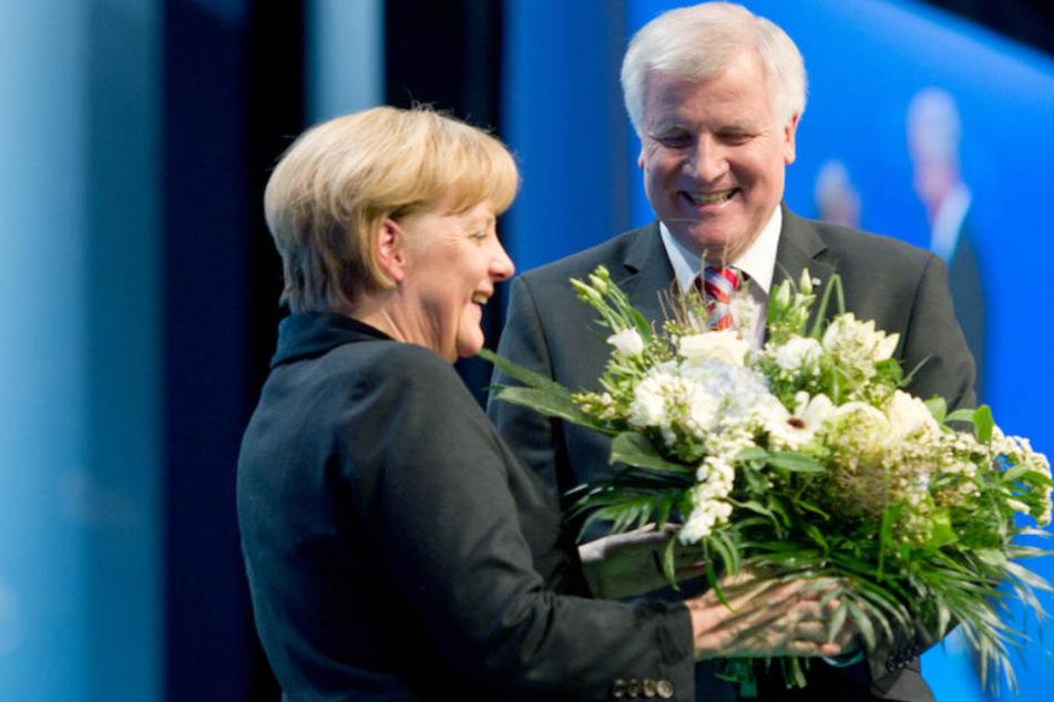 Ob's auch zum Abschied zwischen Angela Merkel (64, CSU) und Horst Seehofer (69, CSU) Blümchen gibt? (Archiv)
