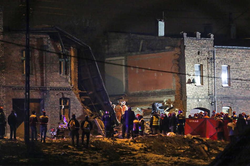 Das eingestürzte Mietshaus in Sosnowiec liegt in Trümmern.