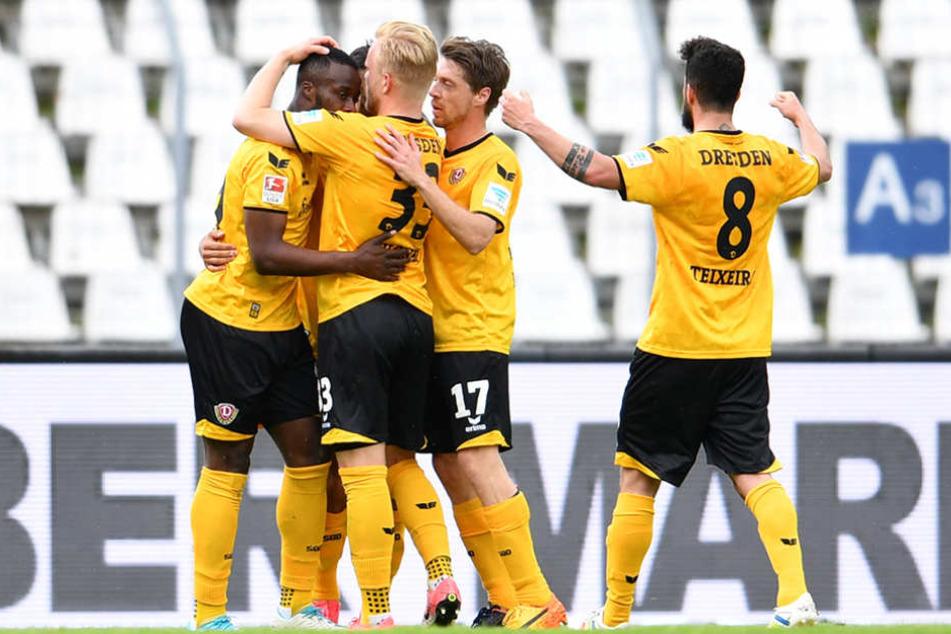 Konnten am Ende jubeln: Dynamo feierte nach fünf sieglosen Spielen endlich wieder einen Erfolg.