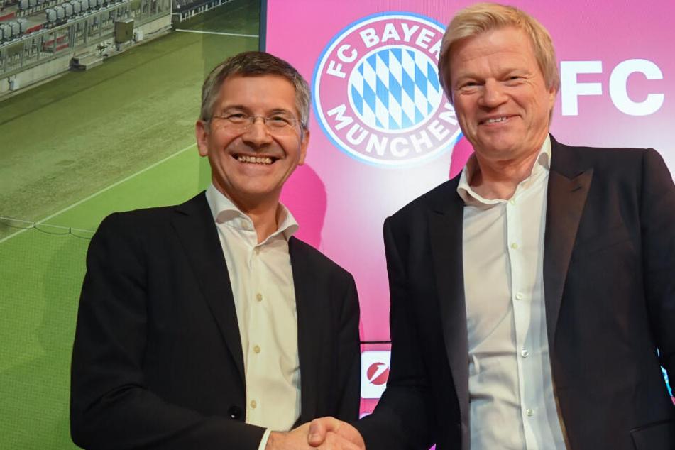 Oliver Kahn wird bei einer Pressekonferenz als neues Vorstandsmitglied des FC Bayern vorgestellt. Links Vereinspräsident Herbert Hainer.