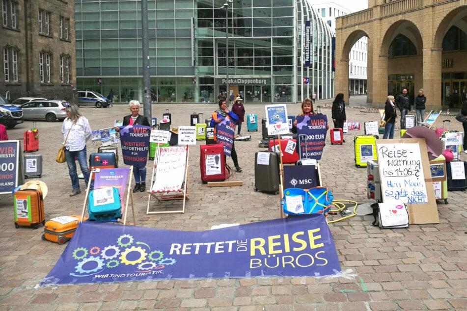 Protestaktion der Reisebüros auf dem Chemnitzer Neumarkt.