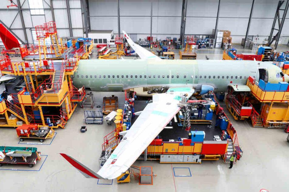 Ein Airbus der Familie A320 wird in Finkenwerder montiert.