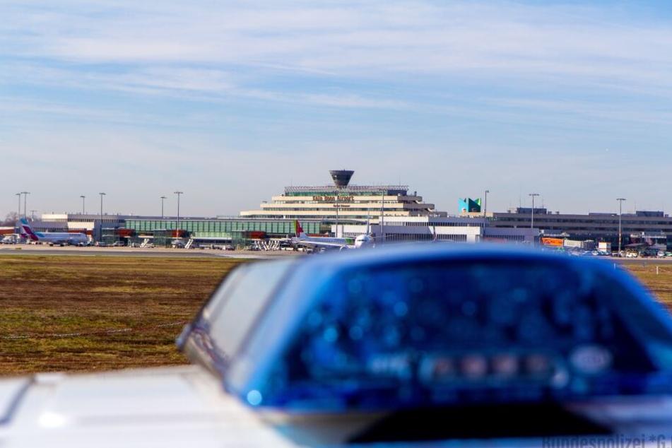 Die Bundespolizei nahm den Betrüger am Flughafen Köln fest.