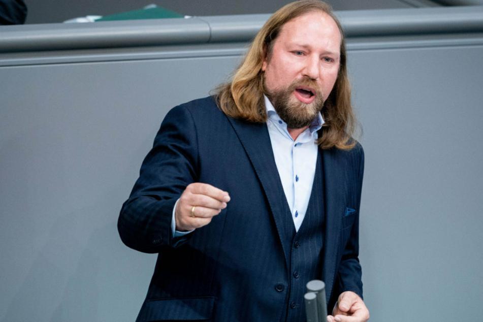 Anton Hofreiter, Fraktionsvorsitzender von Bündnis 90/Die Grünen, spricht während der 167. Sitzung des deutschen Bundestages zu den Abgeordneten.
