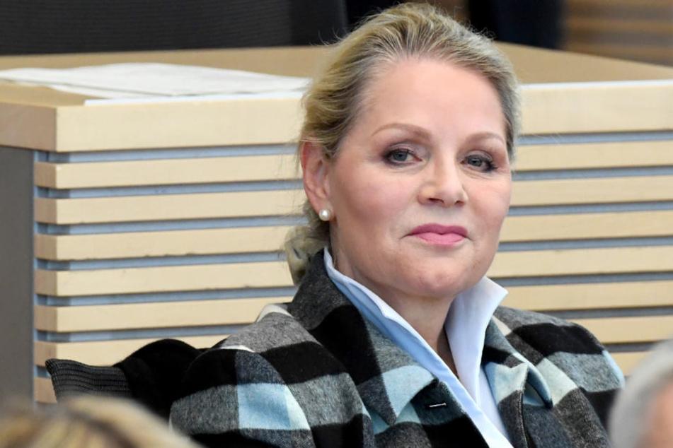 Doris von Sayn-Wittgenstein (AfD) sitzt in der Landtagssitzung.