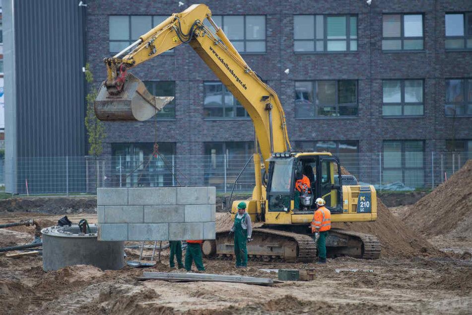 Metallringe sollen in die Erde hinabgelassen werden, um die Arbeiter beim Entschärfen der Bomben vor dem Abrutschen der Erde zu schützen.