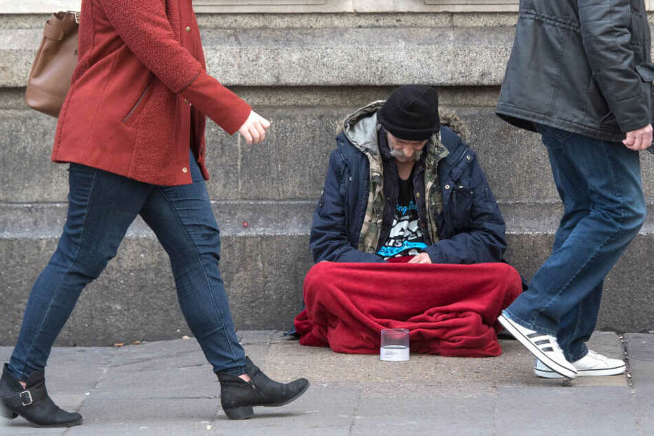 Seit dem 18. Februar 2019 bietet die Stadt Leipzig einen Hilfebus für Obdachlose an. Doch die Nummer, mit der man die Mitarbeiter erreichen können soll, funktionierte nicht. (Symbolbild)