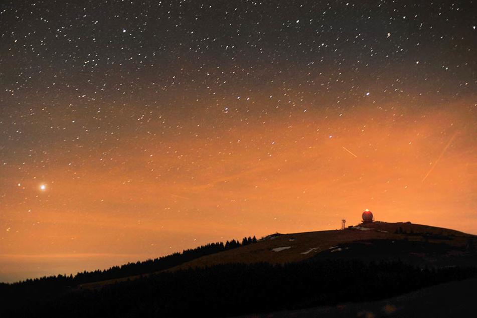 Am Montag, dem 13.11. können Sternenfreunde Venus und Jupiter beobachten, die sich nahe kommen.