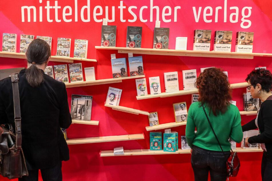 """Die Leipziger Buchmesse wird in diesem Jahr gemeinsam mit dem Lesefest """"Leipzig liest"""", der Manga-Comic-Con und der Antiquariatsmesse Ende Mai stattfinden. Tausende Bücherwürmer drücken die Daumen."""