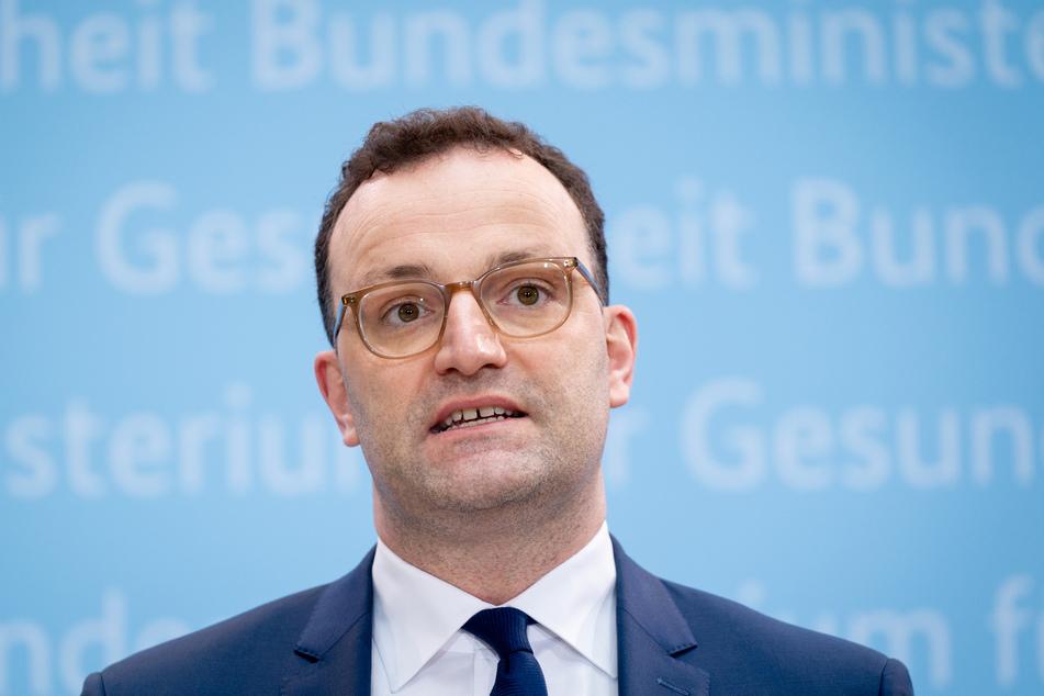 Bundesgesundheitsminister Jens Spahn (40, CDU) will klären, welche Beschränkungen für Geimpfte wegfallen könnten.