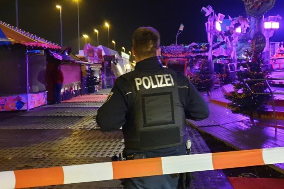 Eine Person ist auf dem Weihnachtsmarkt an der Landsberger Allee tödlich verunglückt.