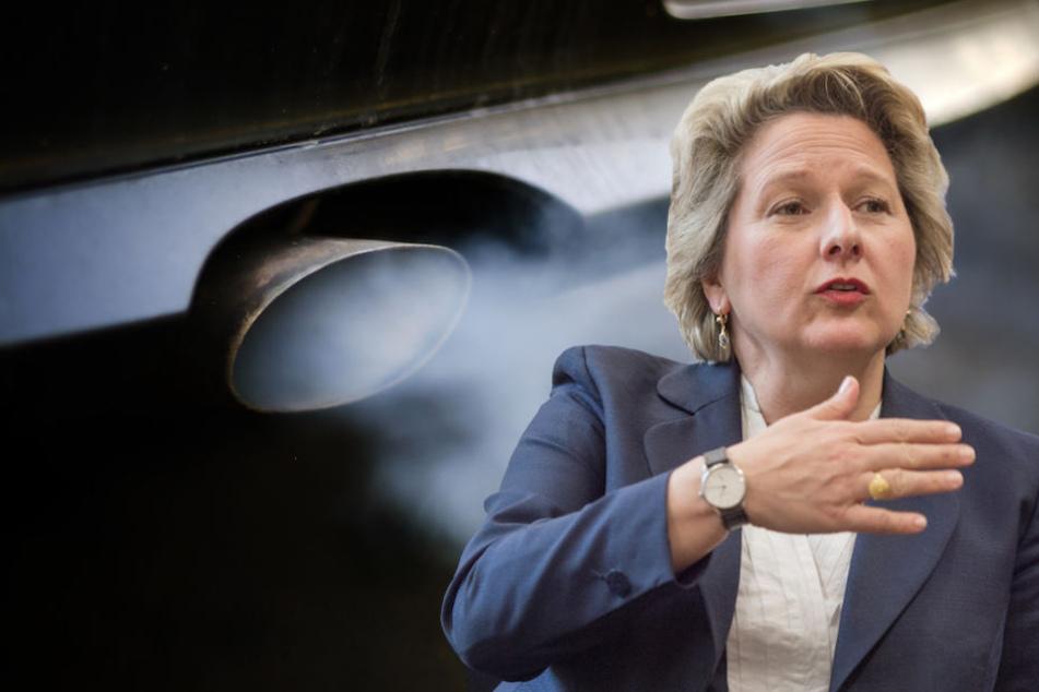 Bundesumweltministerin Svenja Schulze (49, SPD) bringt Bewegung in die Diesel-Affäre. (Bildmontage)