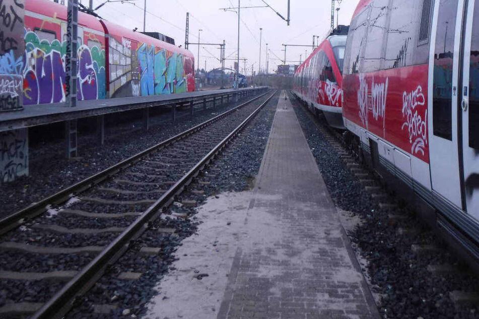 Der Mann war am frühen Sonntagmorgen beim Besprühen des Zuges beobachtet worden.